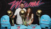 ФОТО. Пике и Шакира посетили матч НБА и получили именные майки Майами