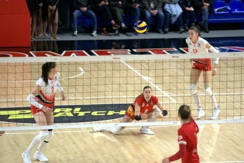 Новый волейбольный год в Украине открыли женщины