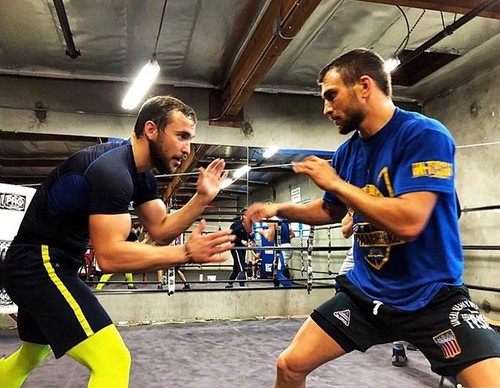 Россиянин Беспутин назвал лучшим боксером мира украинца Ломаченко