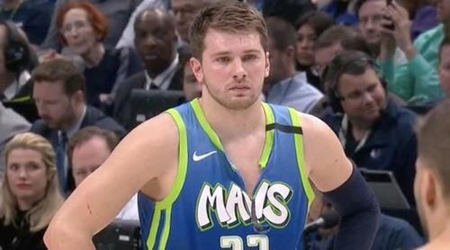 ВИДЕО. Как Лука Дончич на нервах порвал себе майку в НБА