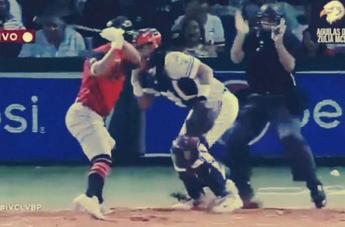 ВИДЕО. Бейсболист ударил соперника битой, что привело к массовой драке