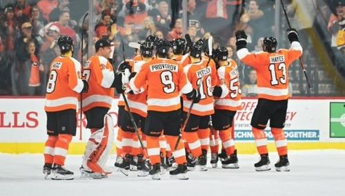 НХЛ. Яркое дерби Нью-Йорка, камбэк Филадельфии, победа Вашингтона