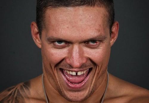 Промоутер рассказал, когда Усик вернется на ринг