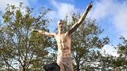 ФОТО. Від статуї Ібрагімовича залишилися одні ноги