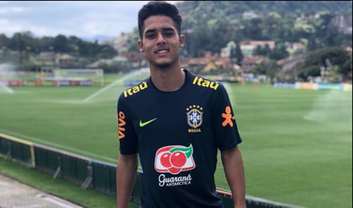 Барселона хочет подписать 17-летнего бразильского защитника