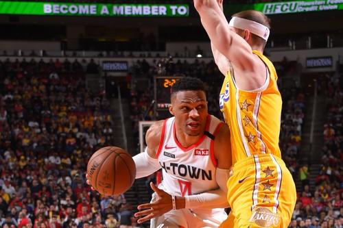 НБА. 35 очков Уэстбрука не спасли Хьюстон в матче с Лейкерс