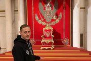 Испытал культурный шок! Игрок, уволенный за поездку в Россию, пояснил фото