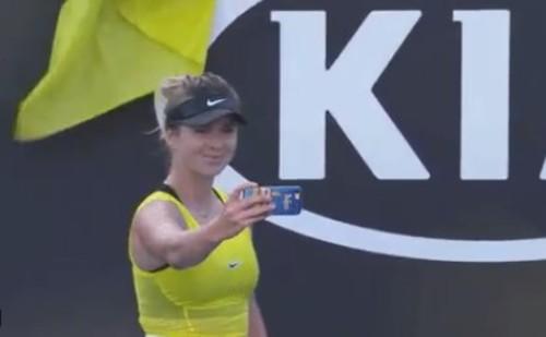 ВИДЕО. Свитолина после победы сделала селфи на фоне флага Украины