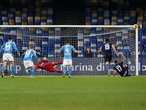 Наполи победил Лацио и вышел в полуфинал Кубка Италии