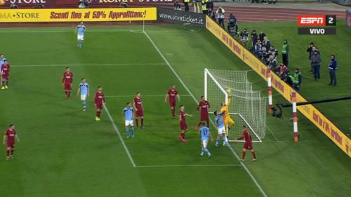 Рома и Лацио сыграли вничью в римском дерби с двумя курьезными голами