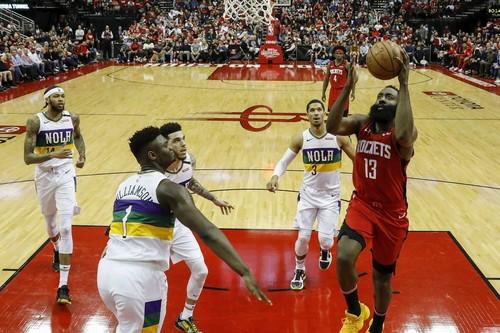 НБА. 40 очков Хардена помогли Хьюстону обыграть Нью-Орлеан, успех Торонто