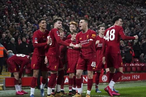 ВИДЕО. Молодежь Ливерпуля выиграла матч Кубка благодаря курьезному автоголу
