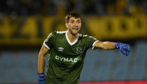 ВИДЕО. Молодой уругвайский вратарь пропустил курьезный гол