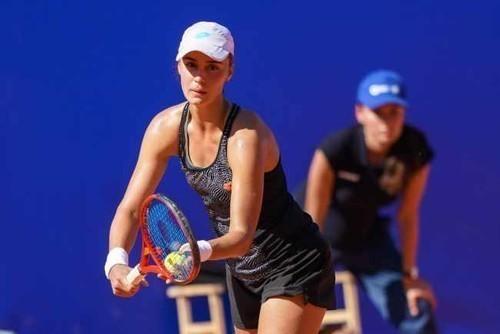 Калинина вышла в полуфинал турнира в Мидленде