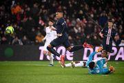 ПСЖ переиграл Лион в центральном матче тура, зрители увидели 6 голов