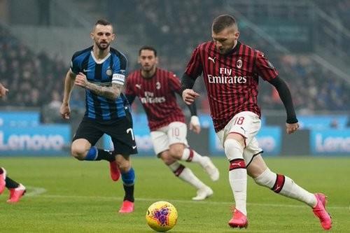 Интер совершил камбэк в противостоянии с Миланом