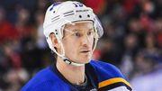 У гравця Сент-Луїса стався напад під час матчу НХЛ. Гру перенесли