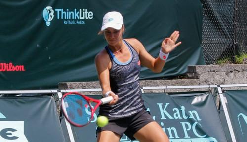 Калинина вышла в 1/8 финала турнира в Николасвилле