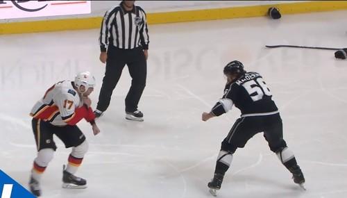 ВИДЕО. Яркая драка великанов-супертяжеловесов произошла в НХЛ
