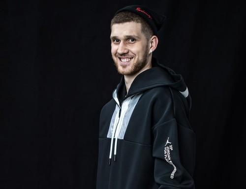 Фотосессия Святослава Михайлюка перед матчем восходящих звезд НБА