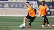 Почему Азар не играет в Реале