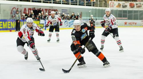 В битве лидеров УХЛ Кременчук почти отыгрался с 0:4, но проиграл Донбассу