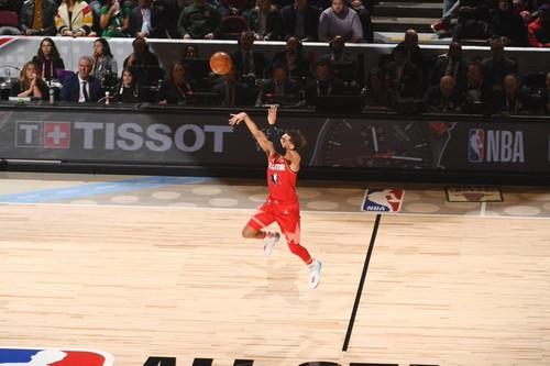 ВИДЕО. Трэй Янг забил баззер с центра площадки на Матче звезд НБА