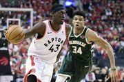 НБА. Торонто в третий раз подряд обыграл Милуоки и повел в серии