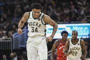 Найпотужніші данки Адетокунбо в топ-5 дня в НБА