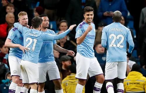Манчестер Сити уверенно победил Вест Хэм и оторвался от Лестера