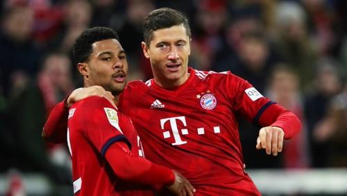 Бавария с трудом вырвала победу у Падерборна, два гола забил Левандовски