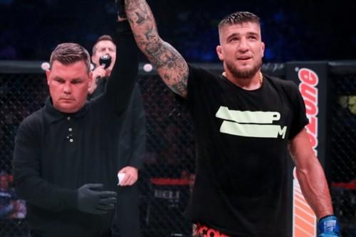 ВІДЕО. Непереможений українець Амосов здобув 23-ту перемогу в MMA!