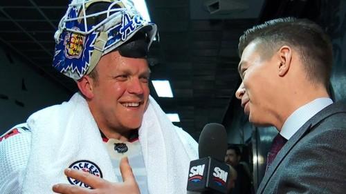 В НХЛ водитель ледового комбайна стал в ворота и принес команде победу