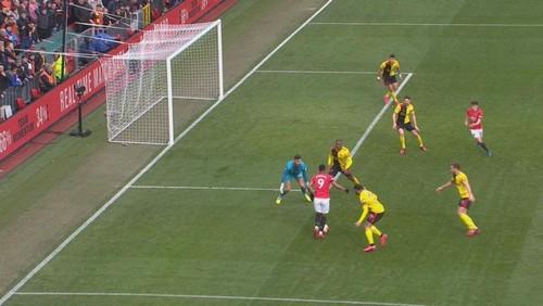 Манчестер Юнайтед разгромно выиграл у Уотфорда и вышел на 5-е место АПЛ