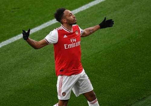 Дубль Обамеянга принес победу Арсеналу над Эвертоном в результативном матче