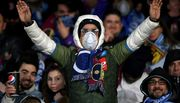 ФОТО. Болельщики Наполи пришли на матч против Барселоны в защитных масках