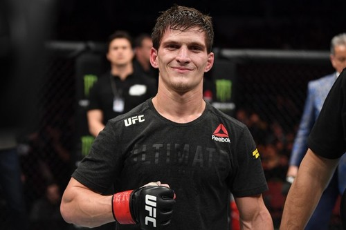 Российский боец UFC попал в ДТП и госпитализирован, его бой отменен