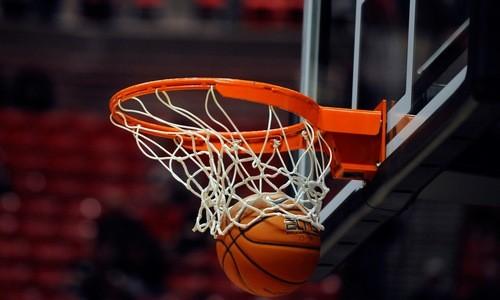 ВІДЕО. Гравець NCAA закинув фантастичний м'яч зі своєї половини
