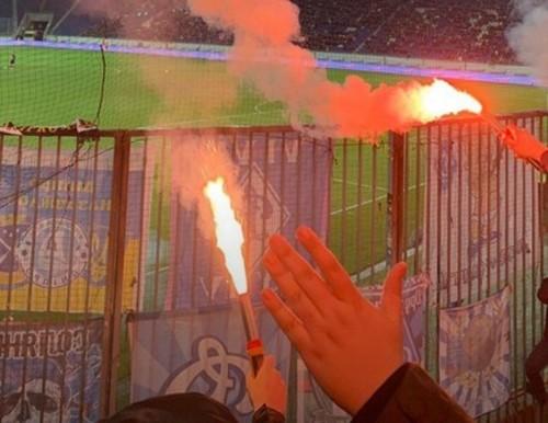 Ультрас Динамо сожгли шарфы Днепра-1 и кричали оскорбительные лозунги