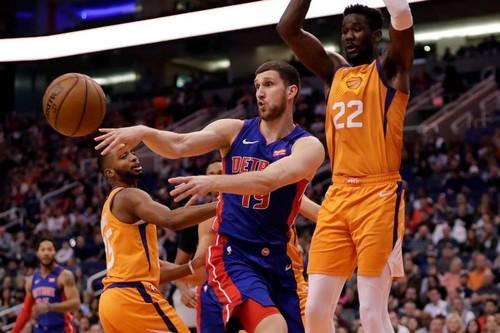 НБА. 13 очков Михайлюка помогли Детройту обыграть Финикс, 6 очков Лэня