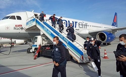 ФОТО. Черноморец вернулся из Турции в защитных масках