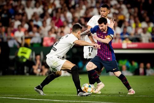 Валенсия обыграла Барселону в финале Кубка Испании
