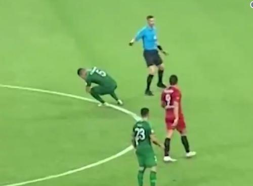 Судья нанес травму игроку сборной Бразилии