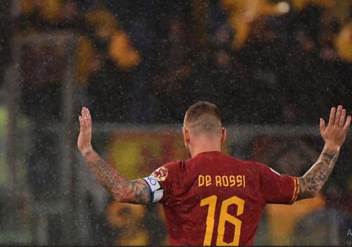 Де Росси провел последний матч за Рому. Как Олимпико провожал капитана
