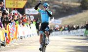 ВИДЕО. Скандал на Джиро. Мигель Анхель Лопес побил зрителя