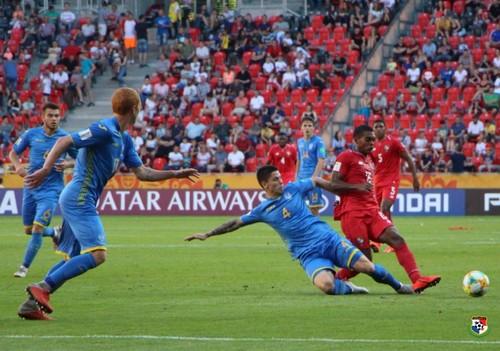 Українські юнаки розгромили Панаму і вийшли в 1/4 чемпіонату світу
