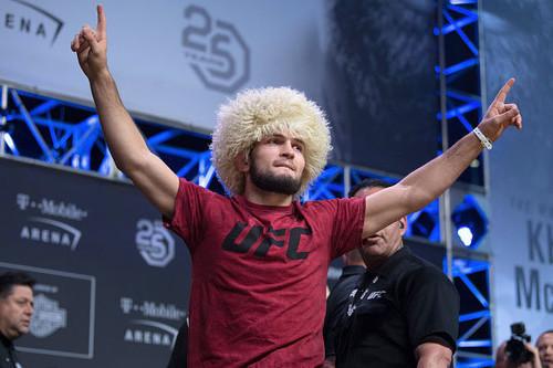 Нурмагомедов подписал новый контракт с UFC