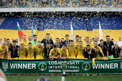 ВИДЕО. Как сборную Украины U-21 на Мемориале Лобановского награждали
