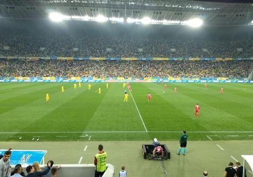 Украинские фаны вывесили баннер «Зозулю в сборную» на матче с Сербией