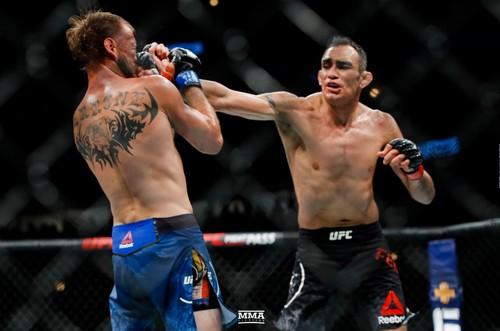 Фергюсон и Серроне получили бонус за лучший бой UFC 238